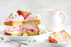 Homemade strawberry cake with fresh cheese cream Royalty Free Stock Photos