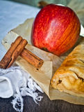 Homemade strudel cake with apples and cinnamon Royalty Free Stock Photos
