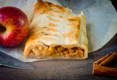 Homemade strudel cake with apples and cinnamon Royalty Free Stock Photography