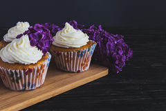 Homemade sweet cupcake with cream and flowers Royalty Free Stock Photos