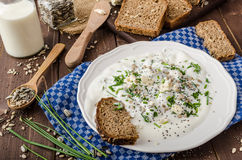 Homemade yogurt dip with blue cheese and chives Royalty Free Stock Photos