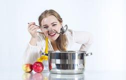 Homemaker внутри с ковшом стоковое фото rf