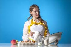 Homemaker с смесителем стоковое фото