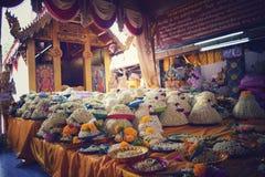 Homenaje de Wat Doi Kham Pay a Luang Pho En Chiang Mai Thailand fotografía de archivo