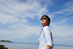 Homens asiáticos com o céu Imagens de Stock