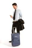 Homens com bagagem e móbil fotos de stock
