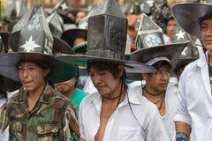 Homens de Kichwa que vestem chapéus da extra grande em Inti Raymi Imagem de Stock