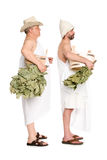 Homens de meia idade com os galhos do carvalho para o banho do russo fotografia de stock