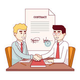 Homens de negócio que agitam as mãos após ter assinado o contrato Fotos de Stock Royalty Free