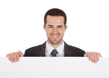 Homens de negócios bem sucedidos que apresentam a placa vazia Imagens de Stock Royalty Free