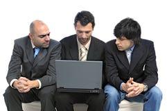 Homens de negócios com portátil Imagem de Stock