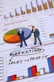 Homens de negócios e mercado fotografia de stock