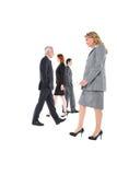 Homens de negócios e passeio das mulheres de negócios fotos de stock
