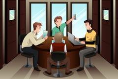 Homens de negócios novos com seus dispositivos eletrônicos Foto de Stock Royalty Free