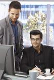 Homens de negócios que trabalham junto Fotografia de Stock