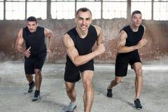 Homens desportivos no treinamento fotografia de stock royalty free
