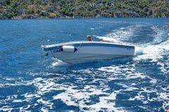 Homens em um barco de motor no mar, Turquia Fotografia de Stock Royalty Free
