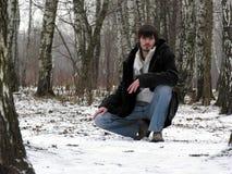 Homens. madeira do inverno Fotografia de Stock
