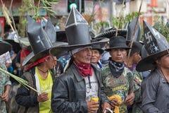 Homens nativos do kichwa que vestem trajes em Inti Raymi Imagem de Stock