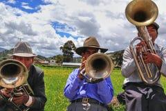Homens nativos Quechua do Peru em jogar instrumentos fotografia de stock royalty free