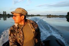Homens no barco com motor Imagem de Stock Royalty Free