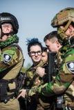 Homens no uniforme militar com arma Imagens de Stock Royalty Free