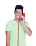 Homens novos ocasionais que chamam pelo telefone Imagem de Stock