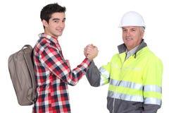 Homens que agitam as mãos imagens de stock