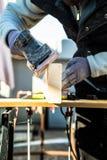 Homens que fazem a carpintaria Fotografia de Stock Royalty Free