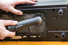 Homens que limpam o computador fotografia de stock royalty free