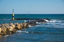 Homens que pescam do cais Imagem de Stock Royalty Free