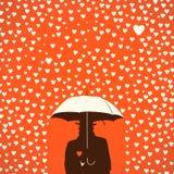 Homens sob o guarda-chuva nas fôrmas dos corações chuvosas Fotografia de Stock Royalty Free
