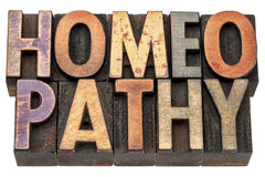 Homeopathiewoord in houten type stock fotografie