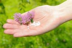 Homeopathische druppeltjes Royalty-vrije Stock Afbeeldingen