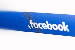 Homepage del logotipo de Facebook en una pantalla de monitor Imagen de archivo
