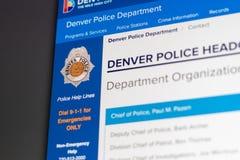 Homepage del sito Web di Denver Police Department Chiuda su del logo del dipartimento di polizia immagine stock