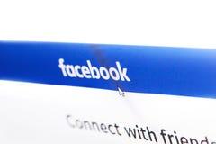 Homepage do logotipo de Facebook em uma tela de monitor Fotos de Stock