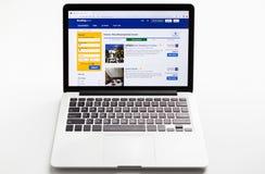 Homepage do Web site oficial para registrar COM no tela de computador fotografia de stock royalty free