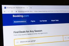 Homepage do Web site oficial para registrar COM no tela de computador fotos de stock