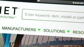 Homepage för Avnet företagswebsite Stäng sig upp av AVNET-logo arkivfilmer