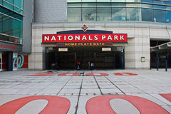 Homeplate concoursemedborgare parkerar Washington, DC royaltyfria bilder