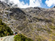 Homer Tunnel är en tunnel för lång väg i den Fiordland regionen av den södra ön av Nya Zeeland royaltyfria foton