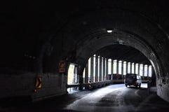 Homer tunnel under Darran Mountain på den Milford Sound huvudvägen royaltyfria foton