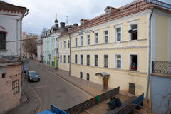 Homes and construction workers in Khokholsky Street in Moscow Royalty Free Stock Image