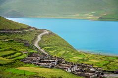 Homes on the shore of Yamdrok Tso Lake Royalty Free Stock Photos