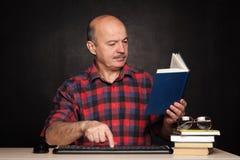 Homeschooling online op pensionering Stock Afbeeldingen