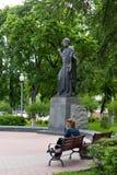 Homiel', Bielorussia, il 18 maggio 2010: Il monumento a Cyril di Turov in Homiel'è stato stabilito il 4 settembre 2004 Immagine Stock Libera da Diritti