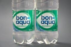 HOMIEL', BIELORUSSIA - 29 maggio 2018: Acqua potabile BON AQUA in una bottiglia di plastica immagini stock libere da diritti