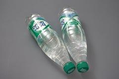 HOMIEL', BIELORUSSIA - 29 maggio 2018: Acqua potabile BON AQUA in una bottiglia di plastica immagine stock