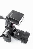 HOMIEL', BIELORUSSIA - 12 maggio 2017: Macchina fotografica di Canon 6d con la lente su un fondo bianco Canon è del mondo il più  Fotografia Stock